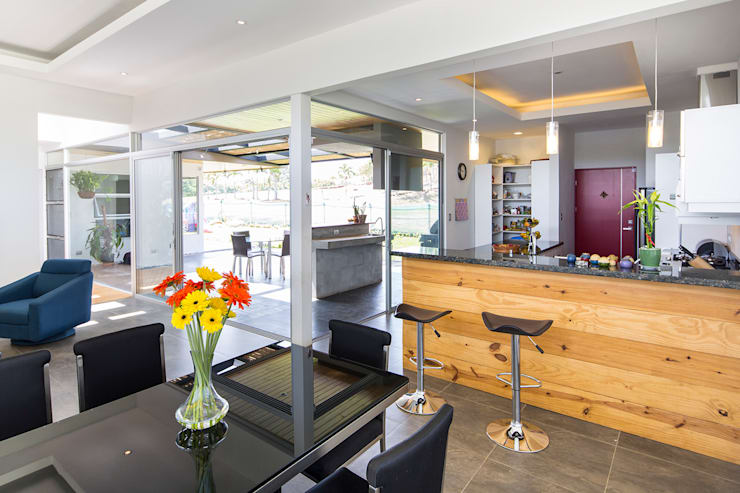 Vista del comedor a la cocina: Comedores de estilo  de J-M arquitectura