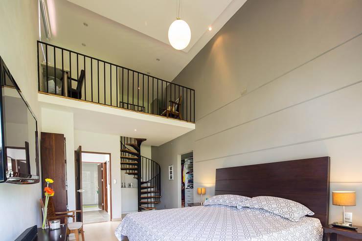 Dormitorio Principal: Dormitorios de estilo  de J-M arquitectura