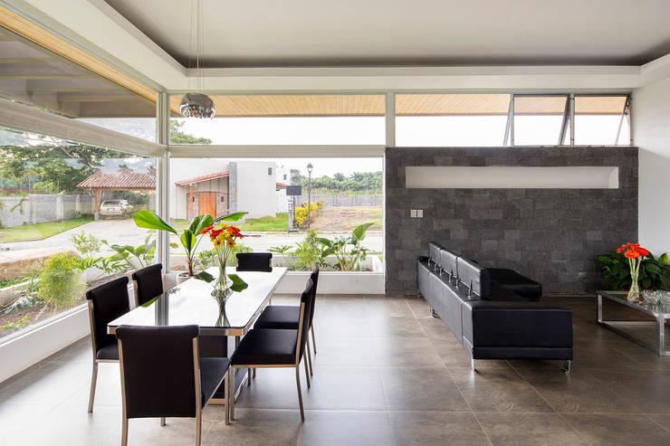 Salas de jantar modernas por J-M arquitectura