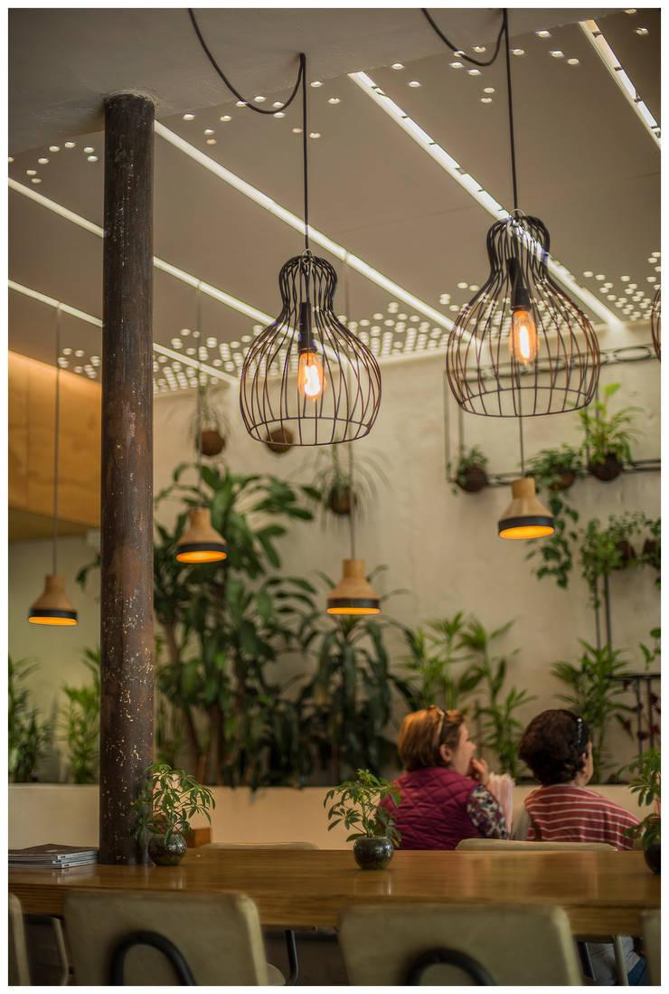 Reforma Reposteria Como Pez en el Agua: Espacios comerciales de estilo  por interior137 arquitectos