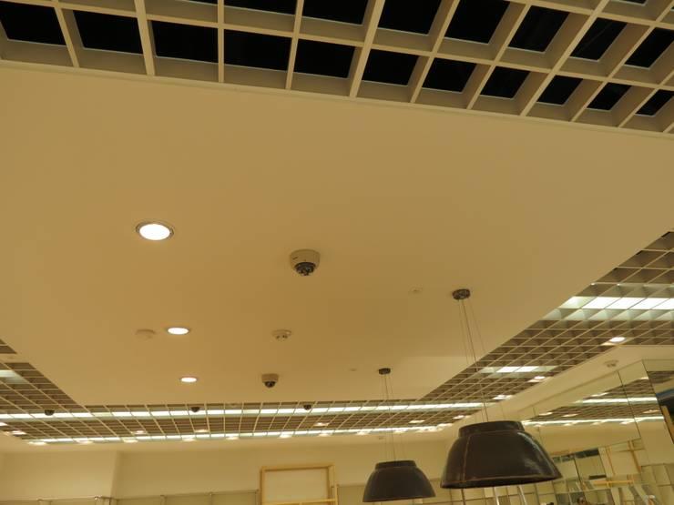 Cielos Zara Home : Oficinas y Tiendas de estilo  por Analema Construccion y Acabados, Moderno