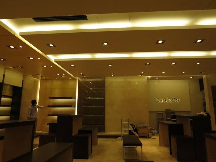 Cielos Modulados Bonbonite : Oficinas y Tiendas de estilo  por Analema Construccion y Acabados