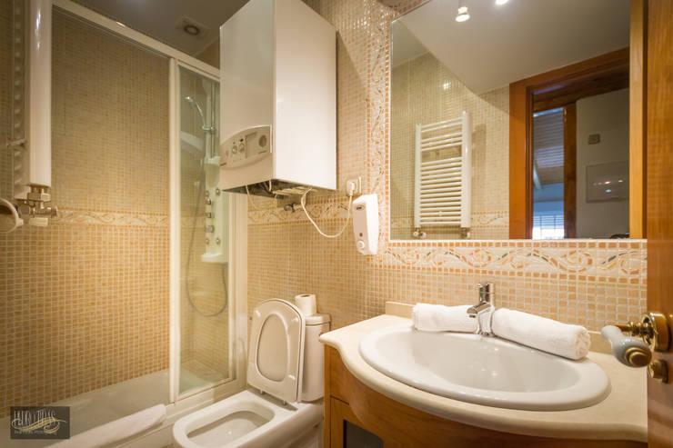 Casa de Banho: Hotéis  por Pedro Brás - Fotógrafo de Interiores e Arquitectura | Hotelaria | Alojamento Local | Imobiliárias