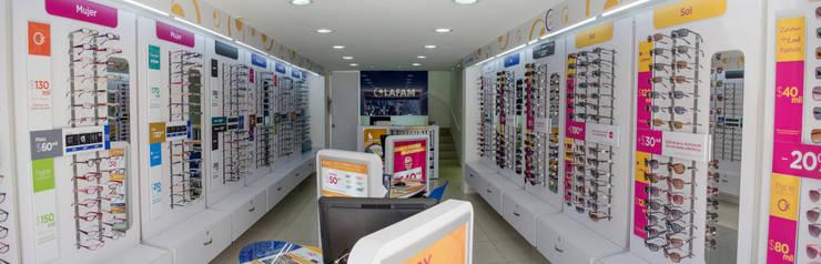 Local Ópticas Lafam: Oficinas y tiendas de estilo  por Arquitectura Visual