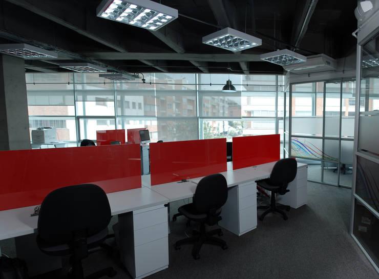Oficinas Pubblica: Oficinas y tiendas de estilo  por Arquitectura Visual