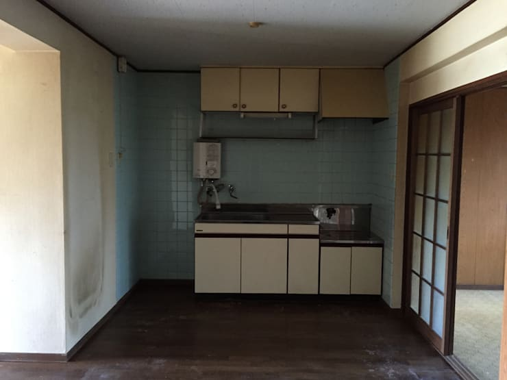 Kitchen by FRCHIS,WORKS