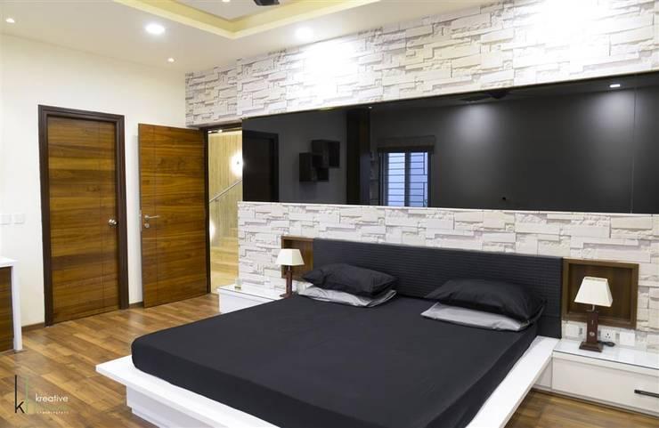 Phòng ngủ theo KREATIVE HOUSE, Hiện đại Ván ép