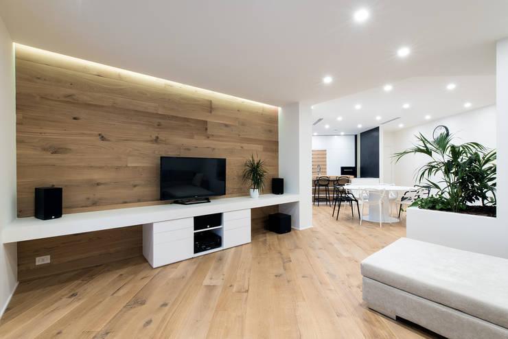 PASSIVE HOUSE: Soggiorno in stile in stile Moderno di Tommaso Giunchi Architect