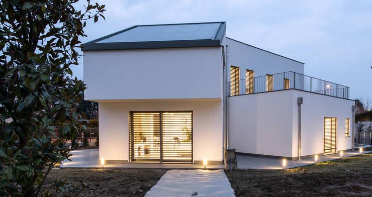 PASSIVE HOUSE: Casa passiva in stile  di Tommaso Giunchi Architect