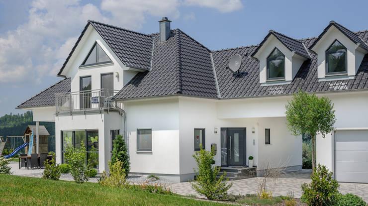individuell geplante Stadtvilla:  Häuser von homify