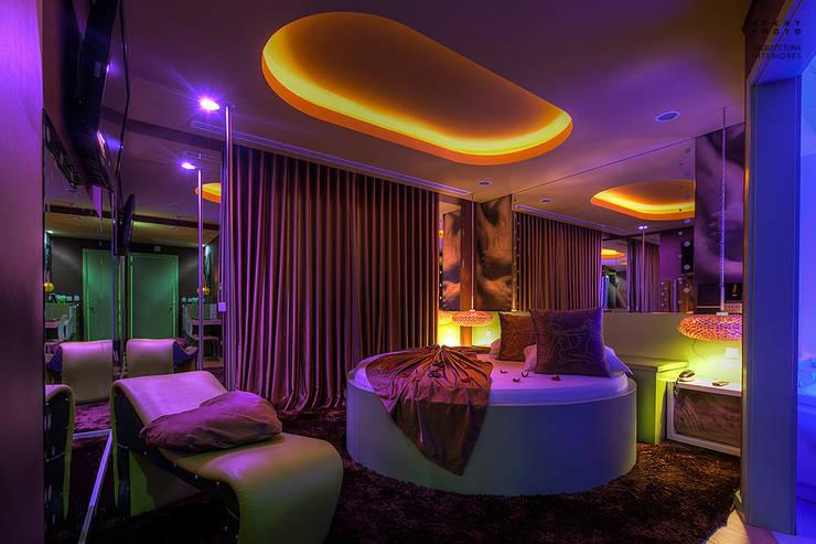 Motel Emoções : Hotéis  por ARKHY PHOTO