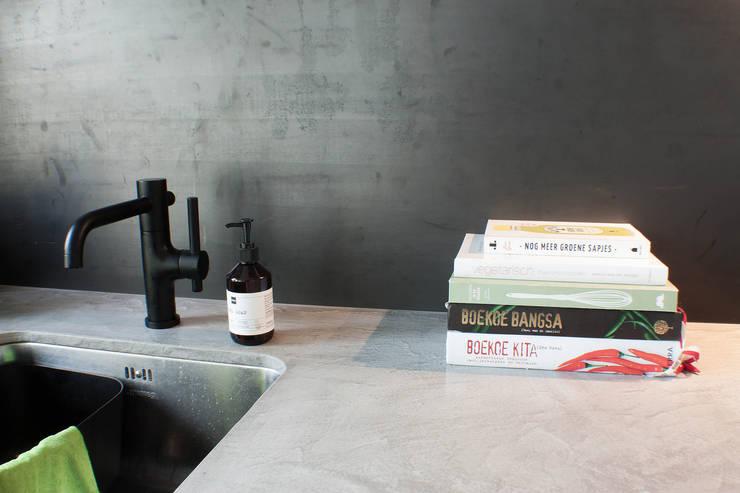 Cocinas de estilo  por Studio Martijn Westphal, Moderno Madera Acabado en madera