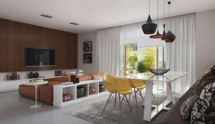 EDIFÍCIO CARAVELLE | Sala: Salas de jantar modernas por Tato Bittencourt Arquitetos Associados