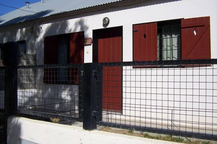 -: Casas de estilo  por estudio.die