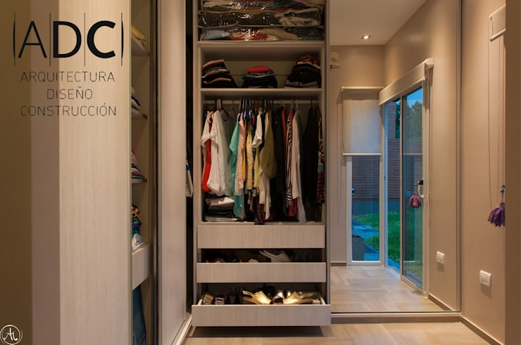Dressing room by ADC - ARQUITECTURA - DISEÑO- CONSTRUCCION
