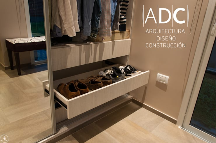 Bandeja para zapatos: Vestidores de estilo  por ADC - ARQUITECTURA - DISEÑO- CONSTRUCCION