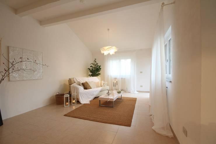 modern Living room by homeSbattistella