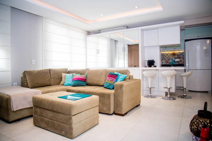 غرفة المعيشة تنفيذ Studio Bene Arquitetura