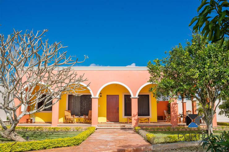 """Proyecto """"Quinta Hunucmá"""": Casas de estilo  por PORTO Arquitectura + Diseño de Interiores"""