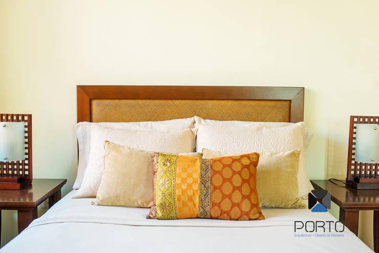 Camera da letto in stile  di PORTO Arquitectura + Diseño de Interiores