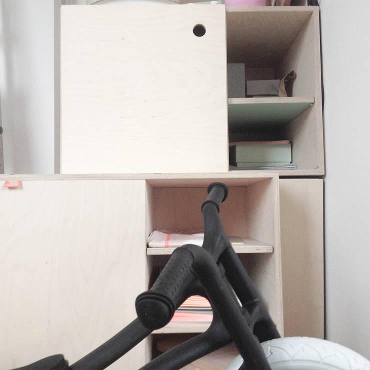 boekenkast in Groningen:  Woonkamer door Studio Martijn Westphal