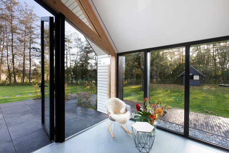 Projekty,  Salon zaprojektowane przez Bureau Fraai