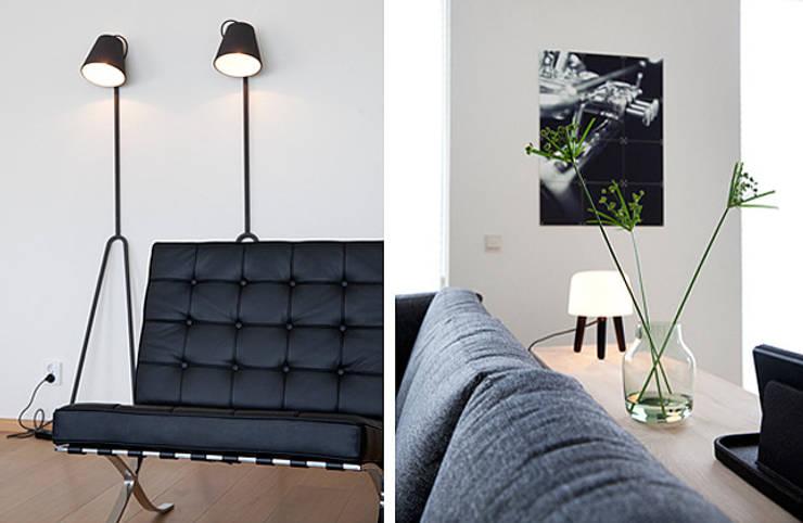 Het ontwerp en realisatie van een woonkamer:  Woonkamer door Interieur Design by Nicole & Fleur