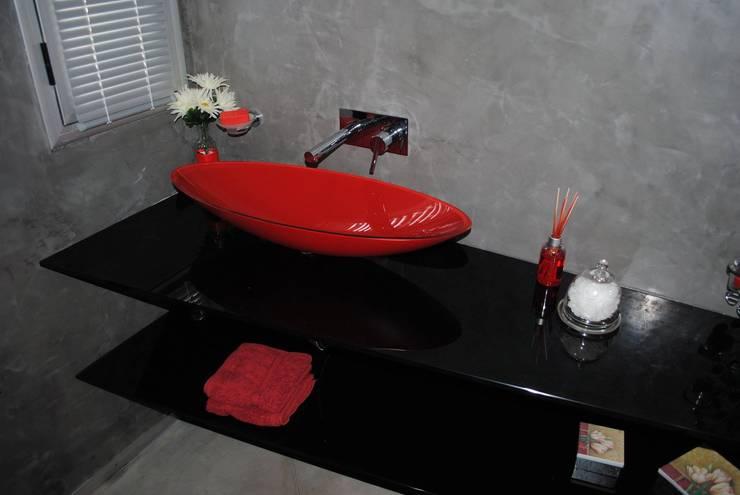 Baños y Toilettes: Baños de estilo  por BRAICOVICH,