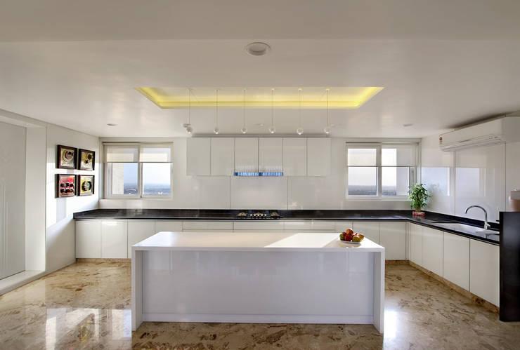 Nikhil patel residence:  Kitchen by Dipen Gada & Associates