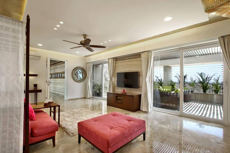 Nikhil patel residence:  Living room by Dipen Gada & Associates