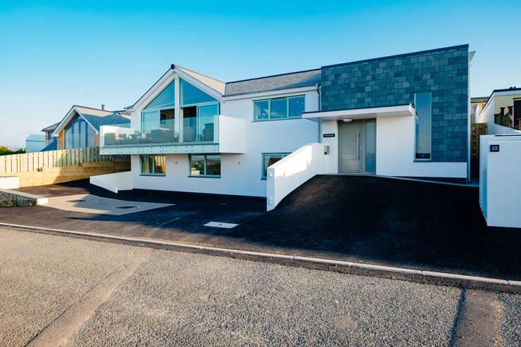 Tregoose, Polzeath: modern Houses by The Bazeley Partnership