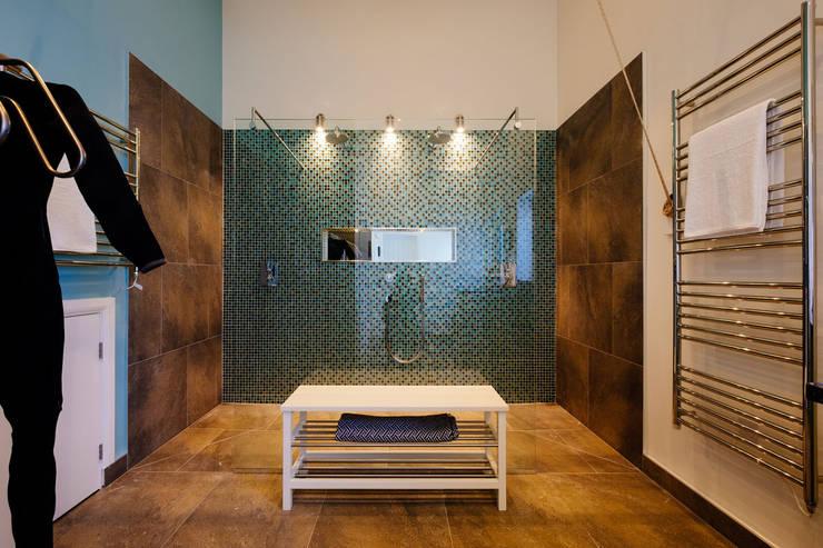 Ванные комнаты в . Автор – The Bazeley Partnership