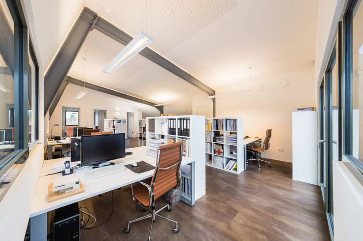 Studeerkamer/kantoor door Helwig Haus und Raum Planungs GmbH