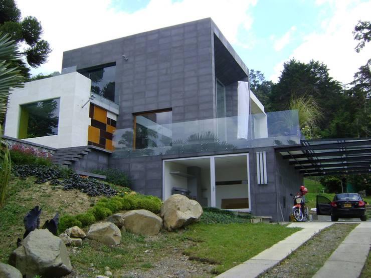 Proyectos y Asesorías profesionales: Casas de estilo  por Arquitecta Vitcha M