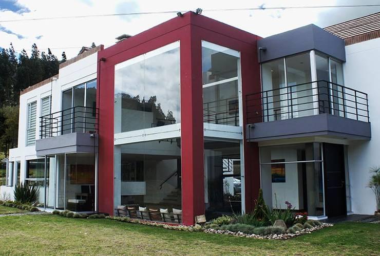 Casas de estilo moderno por AV arquitectos