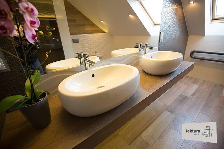 Bathroom by Tektura Studio Katarzyna Denst, Minimalist Wood Wood effect