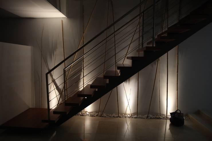 Коридор и прихожая в . Автор – AlexandraMadeira.Ac - Arquitectura e Interiores