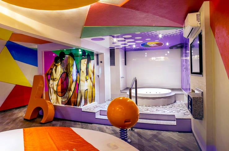 Hotel Oriente OH!: Baños de estilo  por DIN Interiorismo