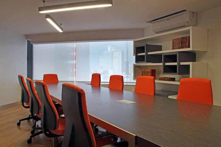 Morales Heyser & Asociados: Estudios y oficinas de estilo  por DIN Interiorismo