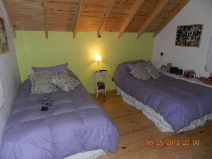 Planta Alta: Area de Descanso: Dormitorios de estilo  por Arq Andrea Mei   - C O M E I -