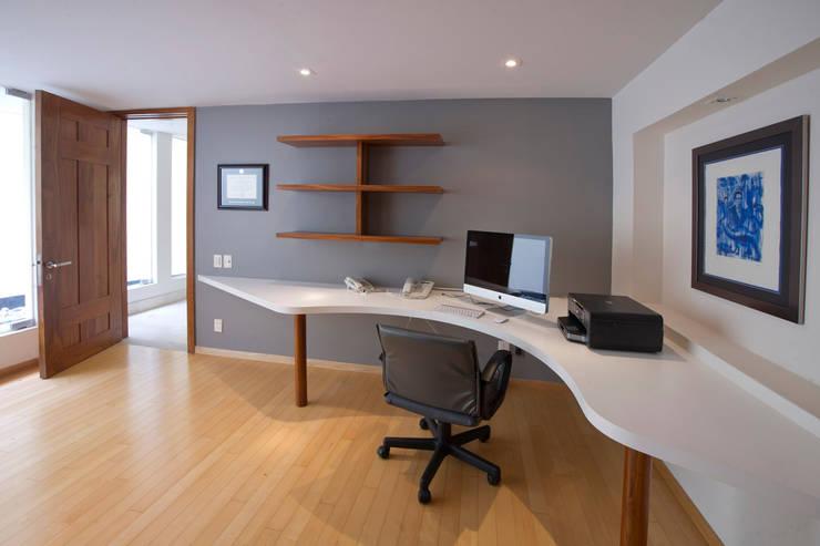 Casa Aport : Estudios y oficinas de estilo  por DIN Interiorismo