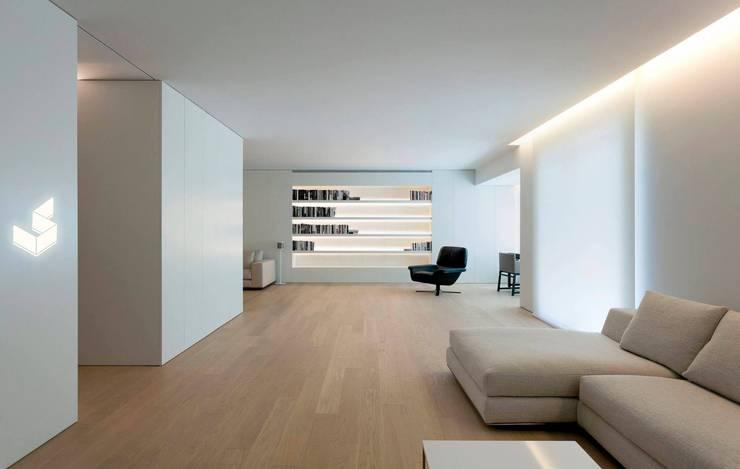 Salas / recibidores de estilo moderno por Ignacio Tolosa Arquitectura