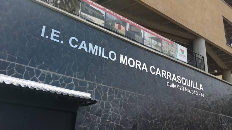Institucion Educativa Camilo Mora: Casas de estilo  por Analema Construccion y Acabados