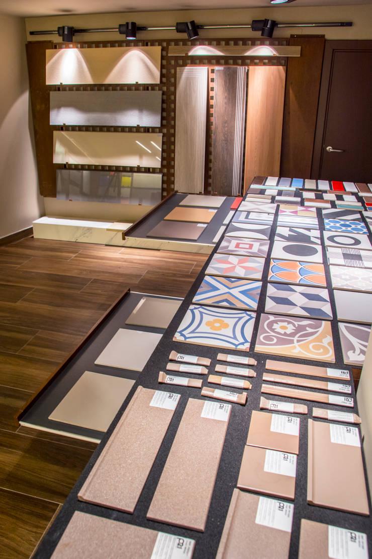 Expositor para cerámica: Espacios comerciales de estilo  de Apersonal