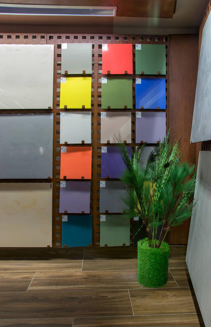 Nueva Tienda y Showroom de cerámica en Madrid: Espacios comerciales de estilo  de Apersonal
