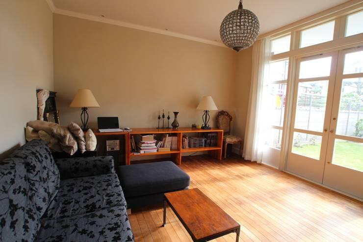 Living room by Sakurayama-Architect-Design