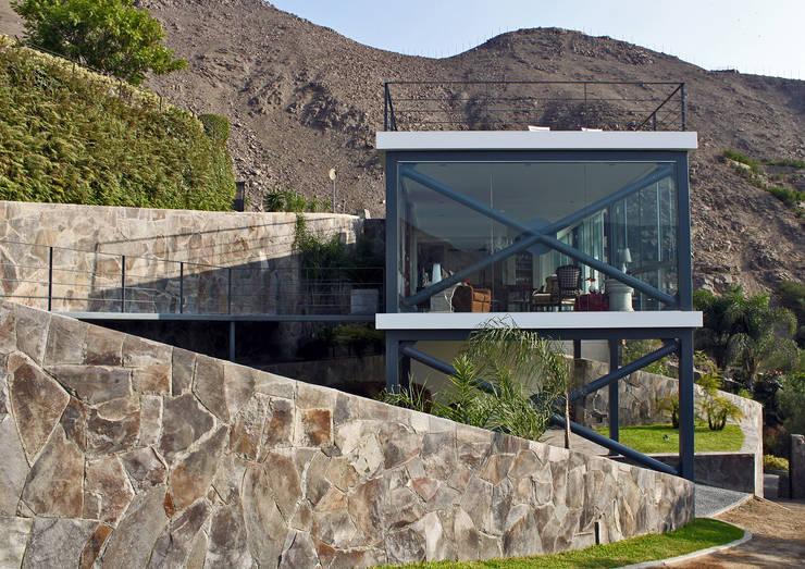 CASA MIRADOR: Casas de estilo moderno por 2.8 I NIKOLAS BRICEÑO arquitecto
