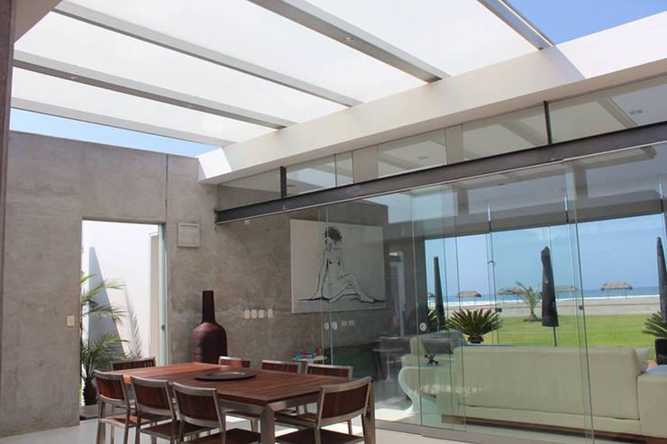 CASA BORA BORA: Comedores de estilo  por 2.8  NIKOLAS BRICEÑO arquitecto