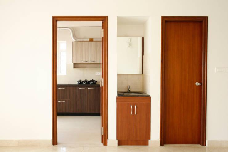 Living 2: asian Living room by Ashpra interiors