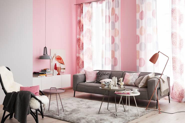 Die neue Romantik: moderne Wohnzimmer von SCHÖNER WOHNEN-FARBE